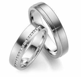 Wedding ring in Platinum