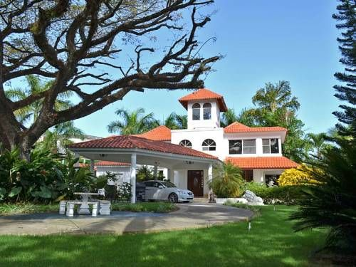 Lions Pride I Sosua Lions Pride I is a villa featuring a garden with an outdoor pool, set in Sos?a. The property is 400 metres from Sos?a and boasts views of the garden.  There is a dining area and a kitchen complete with an oven, a microwave and toaster.
