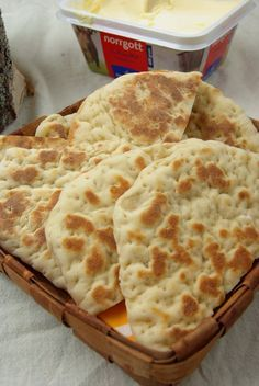 Ghakkun - samiskt tunnbröd (Gáhkku, AKA glödkaka or rieska, is a soft sami flatbread) Hembakat tunnbröd stekpannebröd