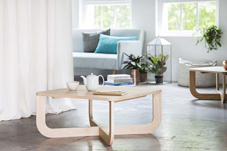 Table basse carrée en bois massif sur-mesure.