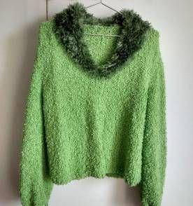 Suéter verde com gola