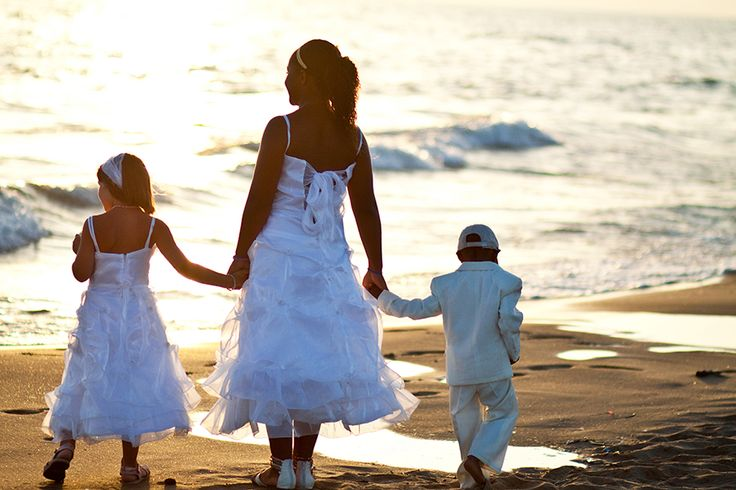 beach wedding in Italy. Waiting for the bride at sunset, in front of the beach. Just a dreamy, perfect wedding.
