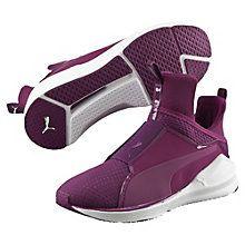 PUMA Fierce Quilted Sa matière supérieure matelassée fait de cette édition particulière de la PUMA Fierce une chaussure de fitness à la fois des plus modernes, des plus polyvalentes et des plus fonctionnelles de notre maison. La construction semi-montante en bottine en mesh et en matière Ariaprene est équipée d'un élément cage pour un soutien de la forme et une fixation optimale du métatarse. Cette chaussure propose avec son encoche Flex de la semelle extérieure une flexibilité ultime et une…