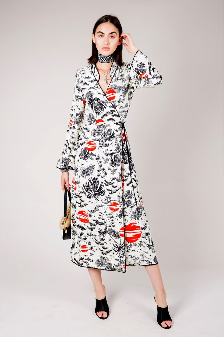 Rixo, a new brand which opened by two former buyer for ASOS Rix and McClosky who are obessed with vintage dresses. Their vintage dresses are mostly 60s and 70s fashion style and that's what people always need for. Rixo is plainning to show Fall2018 collection in New York come February. Feng F