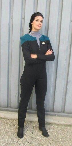 Tijdens de naailessen werk je aan een zelfgekozen project.  Deze cursist maakte een daarom een Star Trek kostuum. Trots op mijn cursist!  http://anydress.biedmeer.nl/Any-Dress-Naailessen