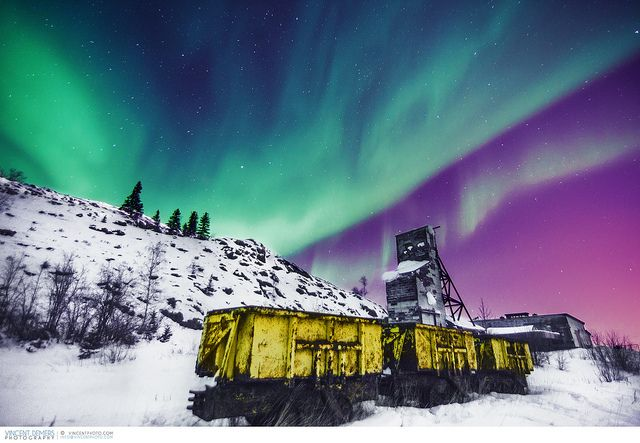 Aurora over Giant Mine close to Yellowknife | par Vincent Demers - vincentphoto.com