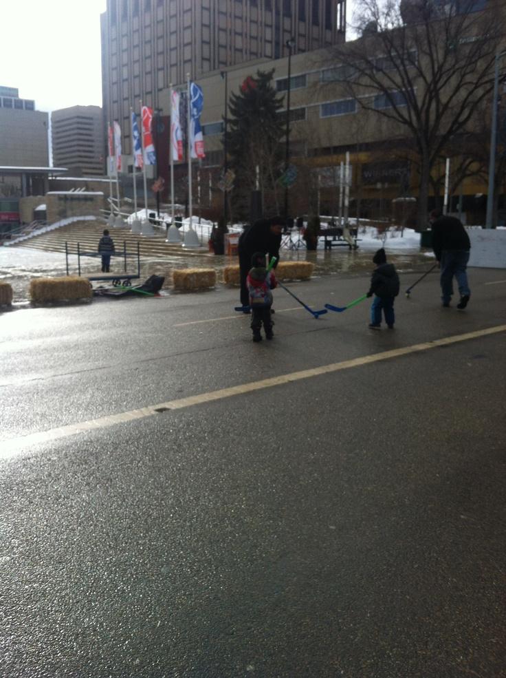 Street hockey Churchill Square