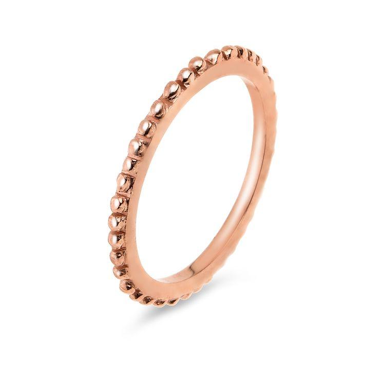 Pierścionek z kolekcji ODYSEJA wykonany ze srebra próby 925. Srebrny pierścionek będzie delikatną ozdobą i propozycją biżuterii pasującej do casualowych stylizacji. Może być także pomysłem na drobny upominek z różnych okazji. Kolekcja ODYSEJA została zaprojektowana przez Annę Orską i wykonana w oparciu o granulację, czyli antyczną technikę dekoracyjną, dzięki której powstają bogate ornamenty. Wszystkie wzory kolekcji zostały wykonane ręcznie w Manufakturze W.KRUK. Precyzyjny i niezwykle…