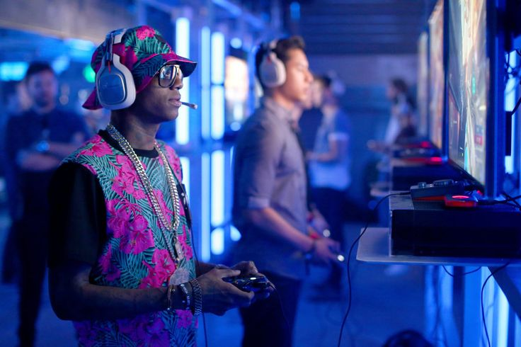Microsoft plans to offer $1 million in prize money to competitive gamers, a crucial leg in the multimillion-dollar marketing push for the video game.