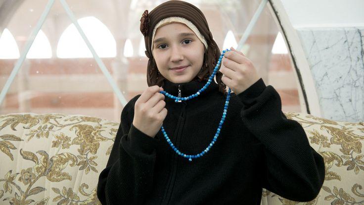 Bosnië en Herzegovina - Alleen als Dzejla (12) gaat bidden, draagt ze een hoofddoek. Ze neemt je mee naar haar moskee in dit filmpje: https://www.youtube.com/watch?v=3QyzK_yjB5U