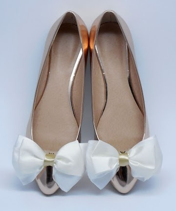 bridal shoe clips with white bows  https://www.facebook.com/coquet.art