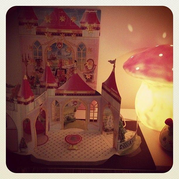 #december#calendar pas de #diy ici Miss Girafette rêvait du calendrier #playmobil ... Elle est heureus