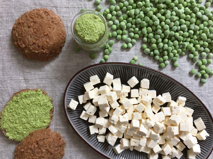 Til 5 rugbrødsmadder 100 g broccoli / ærter, frost 70 g feta Skal af 1/2 citron (økologisk)