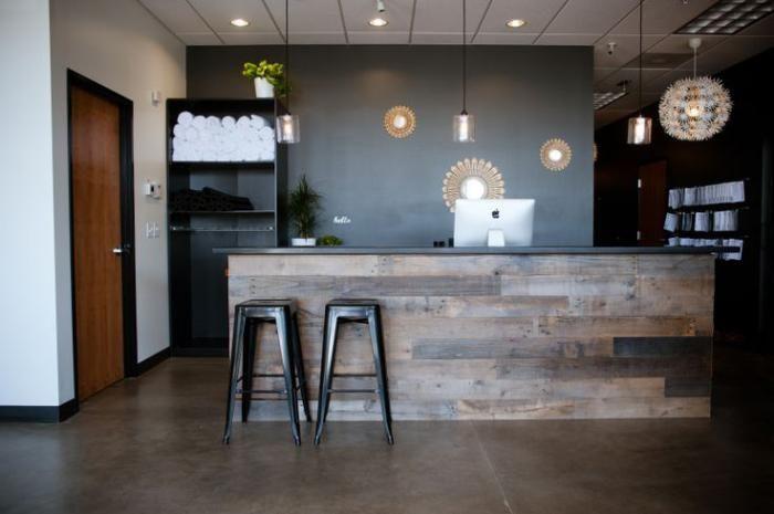 comptoir en bois recyclé, meuble bureau de réception en bois recyclé