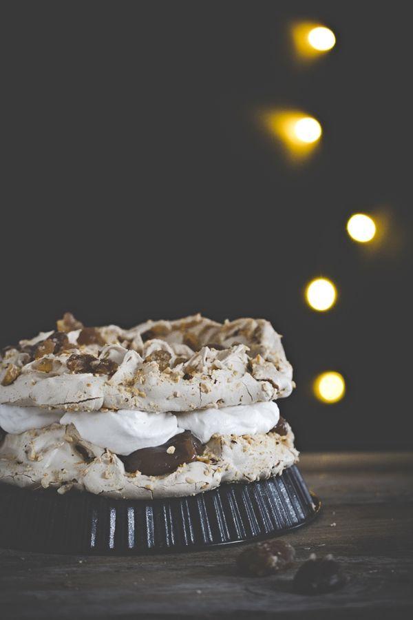 pavlova con nocciole e marrons glacés - Marrons glacés and hazelnut meringue cake