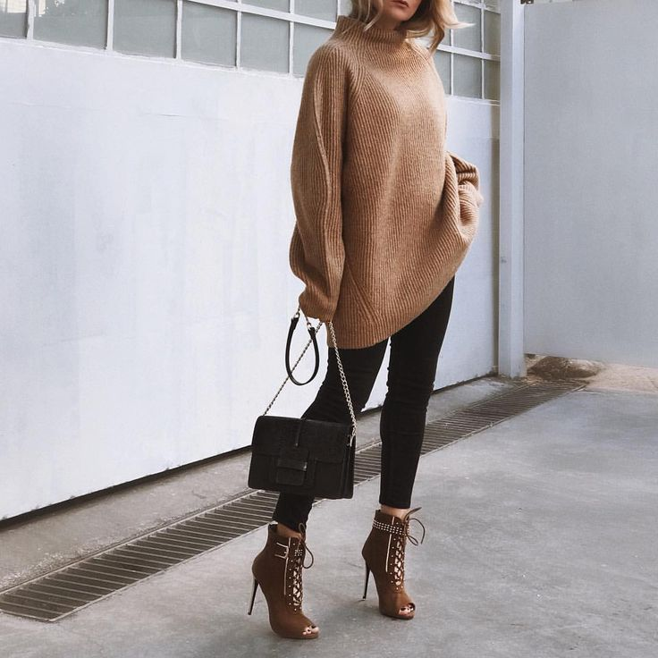 "3,129 ""Μου αρέσει!"", 160 σχόλια - M A R G A R I T A (@ritamargari) στο Instagram: ""super oversized sweater for comfy outfits  @camelia_roma #leatherbag @egoofficial #boots #hm…"""