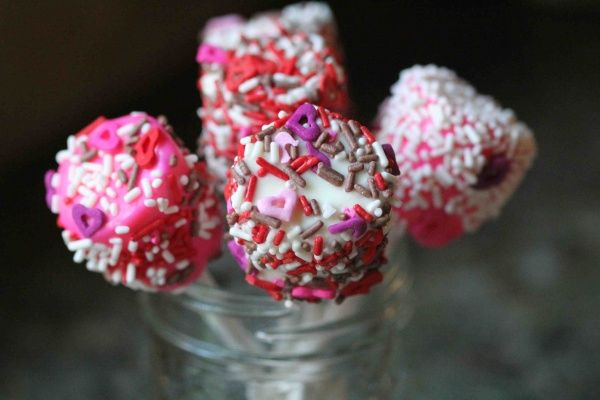 15 Totally Sweet Treats with Sprinkles.  Marshmallow Lollipops   I am definitely making these for the 4th of July. Sprinkled with red white and blue they will look like sparklers only flameless and better tasting.