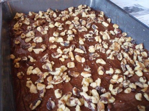Hamar elkészíthető fincsi diós sütike. Ha szereted a csokit és a diót, ezt a sütit el kell készítened! Hozzávalók: 20 dkg liszt 15 dkg porcukor…