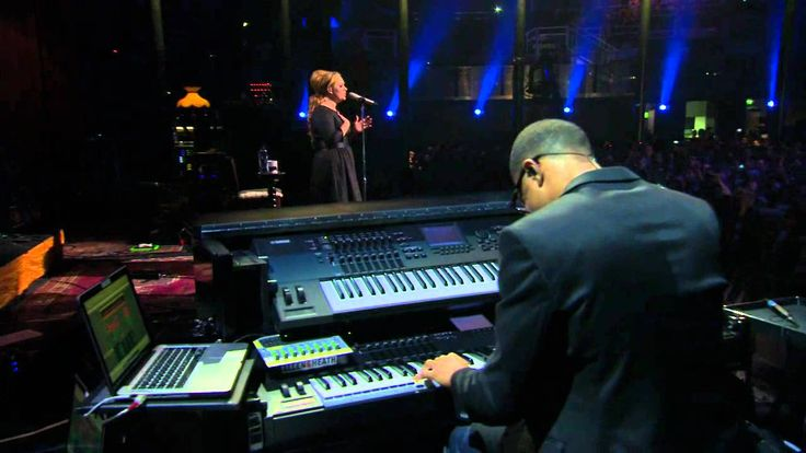 Adele - Someone Like You - iTunes Festival London 2011