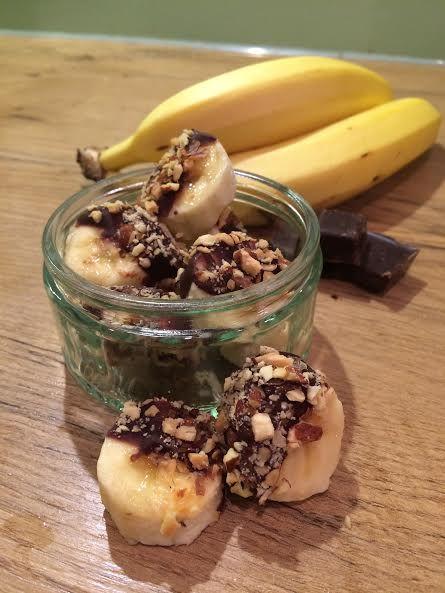 Crunchy banaan-bonbons! Zooo lekker en super easy! Check nu: theculinarytravel.nl