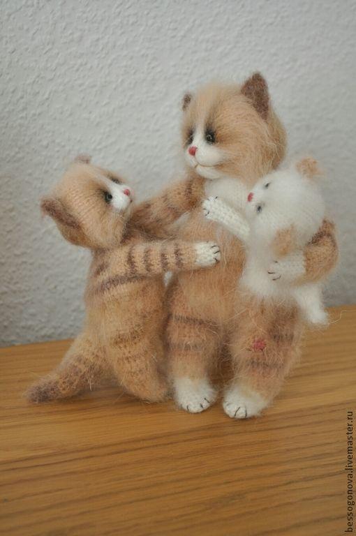 МАМИНО СЧАСТЬЕ вязаный кошки - игрушка в подарок,игрушка из шерсти,вязаная игрушка