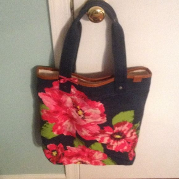 Abercrombie and Fitch Tote Perfect for Spring! Flowered Abercrombie and Fitch tote that has barely been used. Has a leather trim around the top. Abercrombie & Fitch Bags Totes