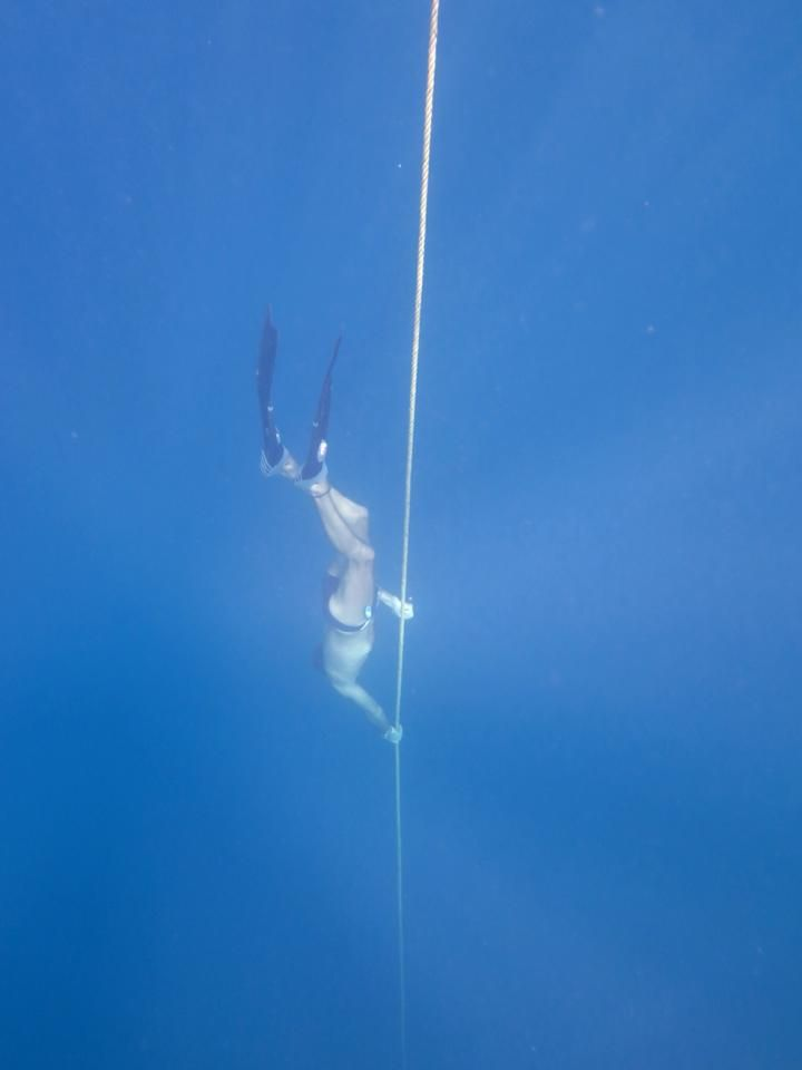 FREE DIVING DESCENT