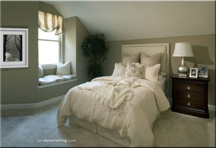 Decorating slant ceilings decorate slanting walls in for How to decorate slanted ceilings