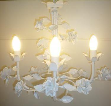 Lustre para teto Provence Rosas 3 lâmpadas 45 diam. R$ 544,00 4 lâmpadas R$ 725,00.Cúpulas opcionais R$ 29,90 cada. Nas cores de preferência.