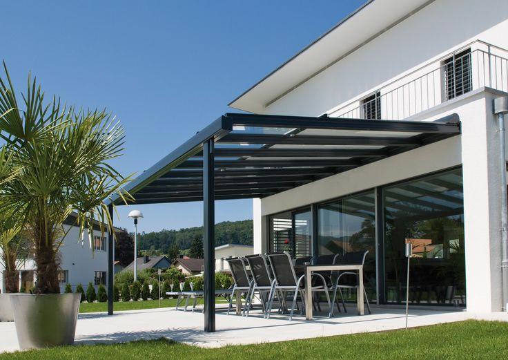 Structure en aluminium et vitrage avec un auvent rétractable