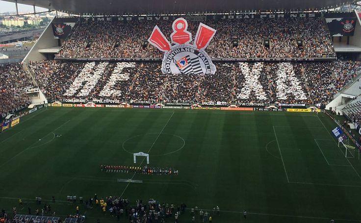 Loja oficial do Corinthians já tem camisa com selo do hexa - 22/11/2015 - Esporte - Folha de S.Paulo