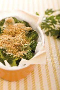 Broccoletti al forno con patate, olive e capperi alla cosentina