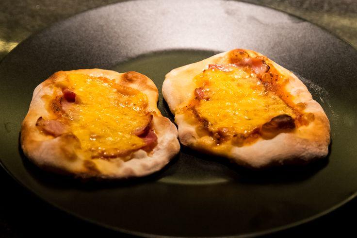 Μινι pizza, ιδανική για πιτσιρίκια! Ζητήστε τους να διαλέξουν μόνα τους τα υλικά που τους αρέσουν και να φτιάξουν τη δική τους πίτσα! #Nobell #ItalianPizza #Fresh