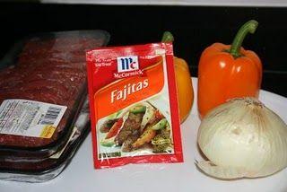 Super Easy Fajitas Thanks to the CrockPot: Easy Fajitas, Chicken Fajitas, Crock Pots, Slow Cooking, Belle Peppers, Super Easy, Pots Fajitas, Slow Cooker, Crockpot Fajitas