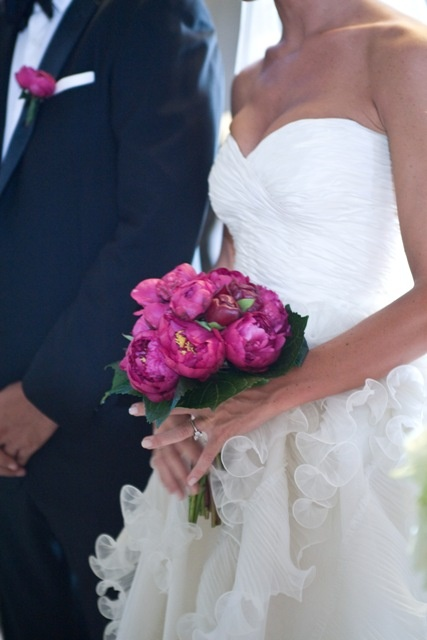 Oscar de la Renta wedding dress and hot pink peonia wedding bouqet