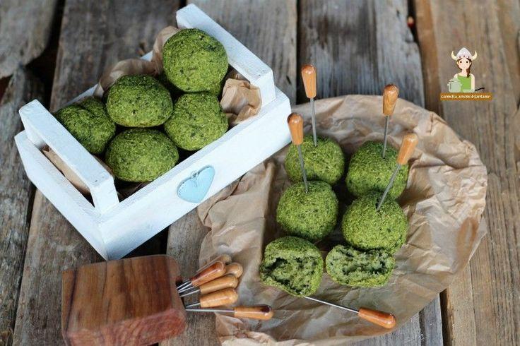 Polpette spinaci e ricotta una ricetta vegetariana, velocissima, leggera ma molto golosa che piace tanto anche ai bambini.Perfette anche per finger food