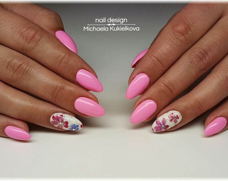 Pink nails, flower nails