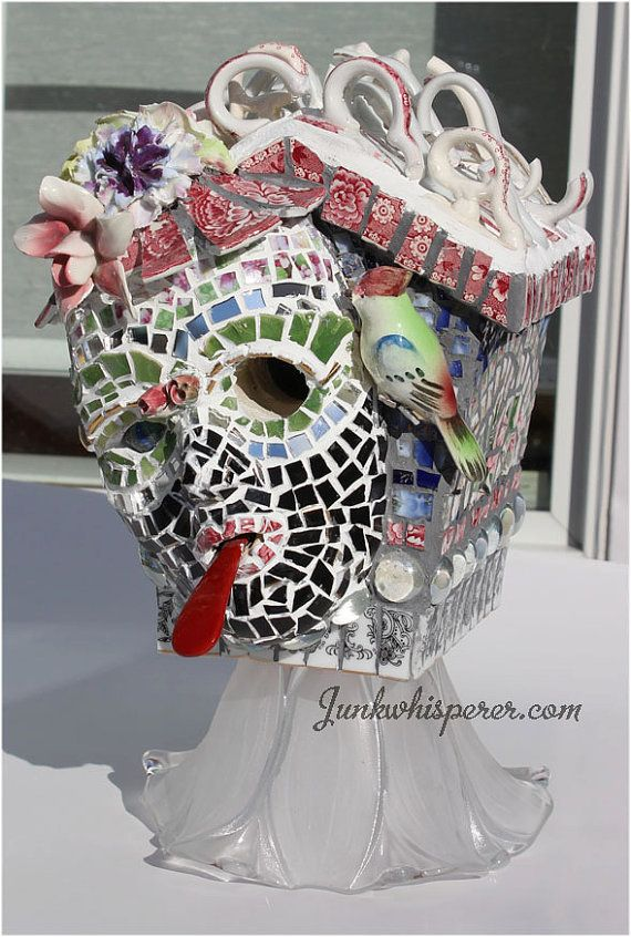 Mozaïek Birdhouse, gebroken China, Vintage theekopjes, vogelhuisje, masker, geassembleerd kunst, tuin kunst, knikkers, vogel beeldje, China rozen