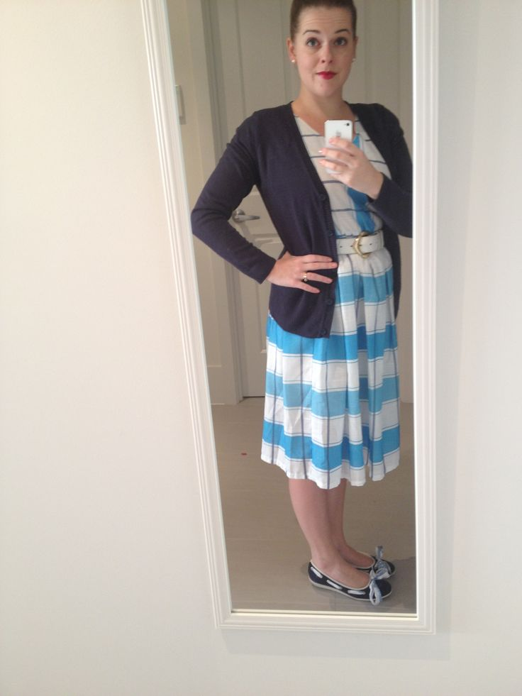 Day 20 of Frocktober: Vintage dress with a beautiful blue picnic table print with navy cardi, vintage belt and boat shoes.