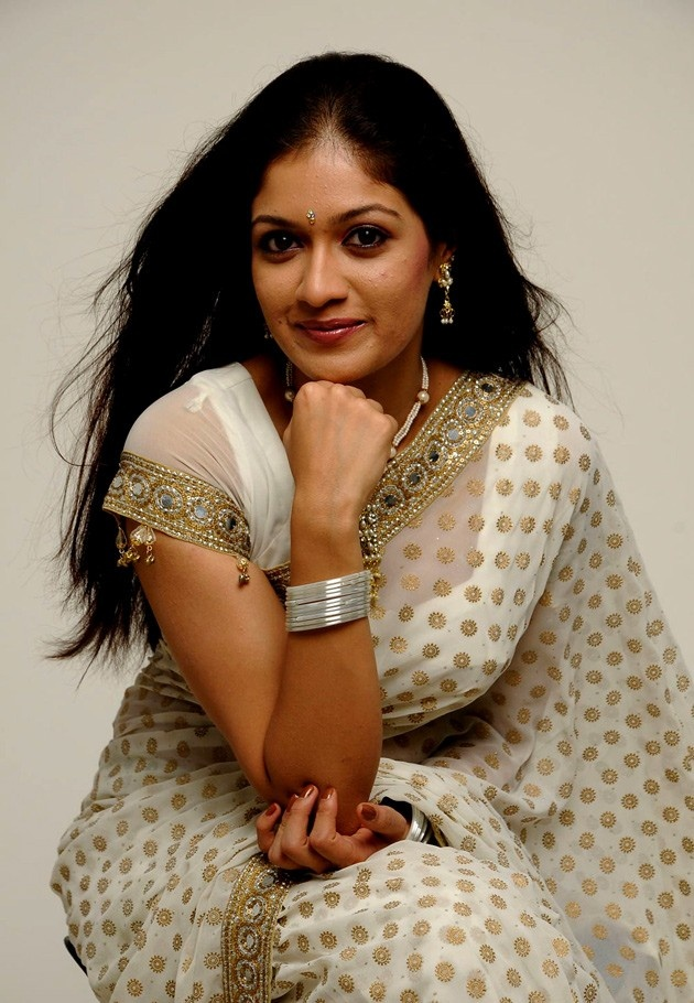 http://aplivenews.com/entertainment/meghana-raj-in-white-saree-photoshoot-pics/