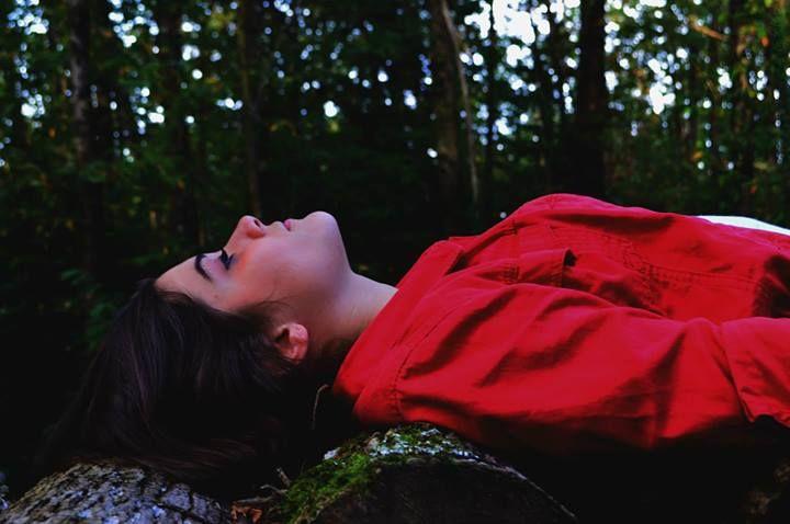 portrait + couleurs + contraste + rose + perfection + bois