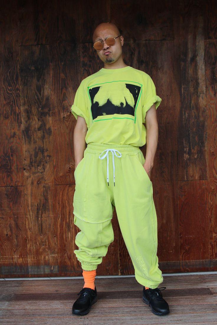 """LIAM HODGES(リアム ホッジス)NEW COLLECTION 映画""""Total Recall""""の強烈なグラッフィックが印象的なTシャツをメインにしたストリートスタイル。 モデル身長175cm 着用サイズL"""