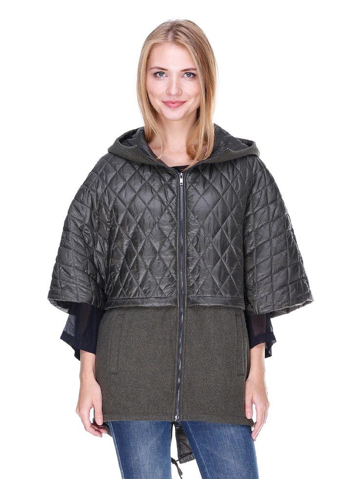 Пальто зеленое - Stefanel, Стильное комбинированное пальто прямого силуэта с удлиненной спинкой, дополненной разрезом и завязкой. Верх украшен строчками. Модель с капюшоном с молнией и укороченным рукавом. Спереди — застежка-молния и удобные врезные карманы с боковым доступом