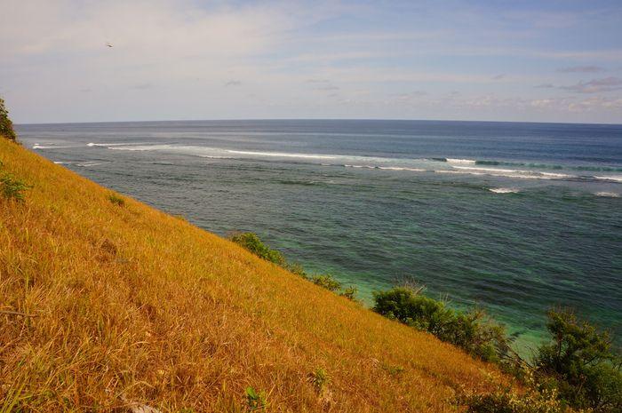 The cliff of Pura Gunung Payung Beach. Photo by Raditya Margi.