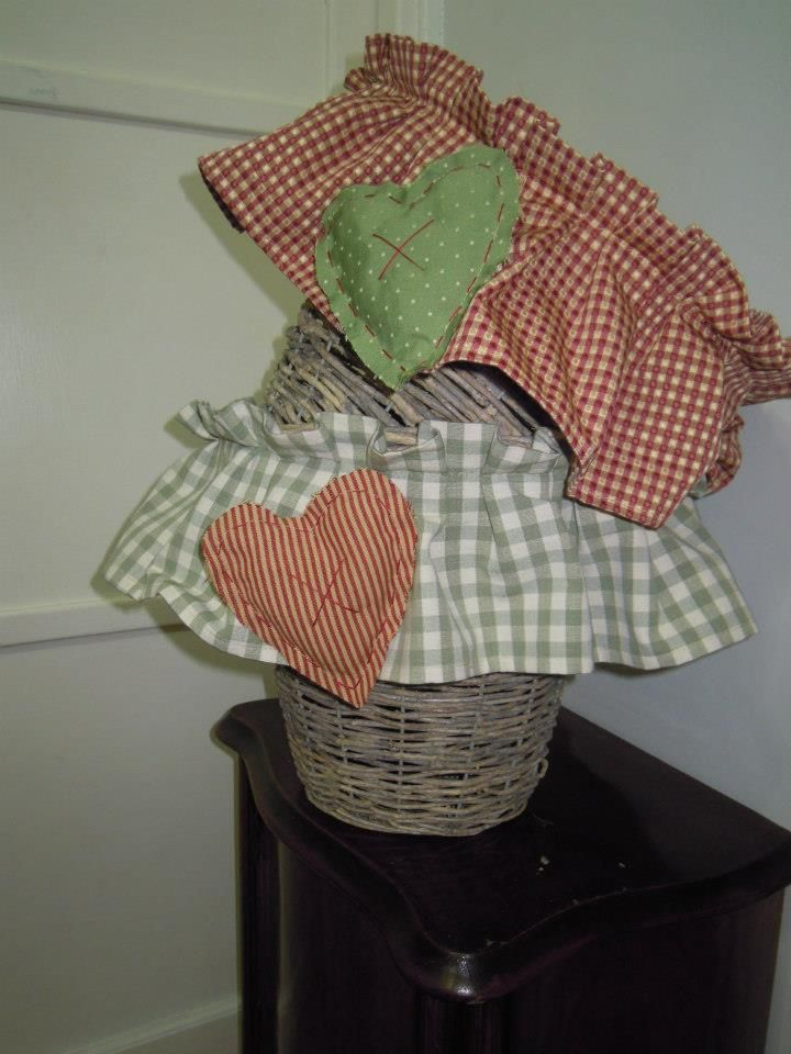 Wicker baskets, with ruffles cotton, insert heart.  Size: 35x30 cm.