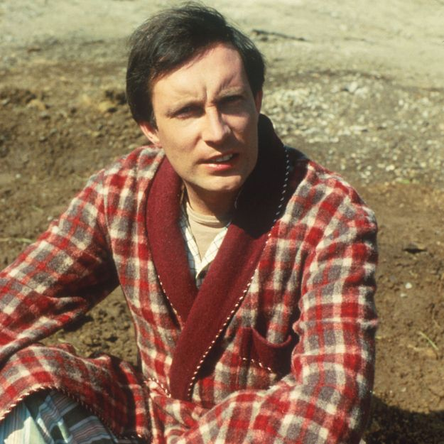 Arthur Dent in The Hitchhiker's Guide to the Galaxy just wants to carry on with his nice, familiar life on Earth. #citizen #archetype #brandpersonality