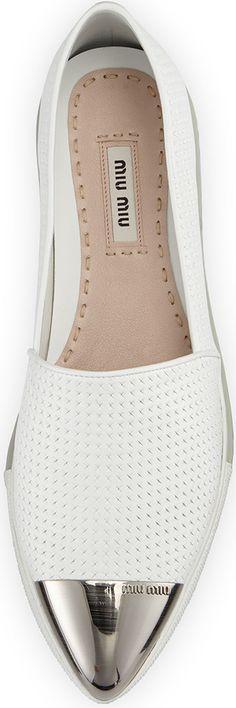 Miu Miu | Minimal + Chic | @codeplusform Dieses Produkt und weitere MIU MIU Taschen jetzt auf www.designertaschen-shops.de/brands/miu-miu entdecken – Sevda Kelkit
