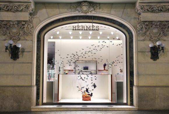hermes birdy window!Pamen Pereira, Para Hermès, Pereira Para, Artística De, Barcelona La, Windows Shops, Art Installations, Hermes Stores, For Barcelona