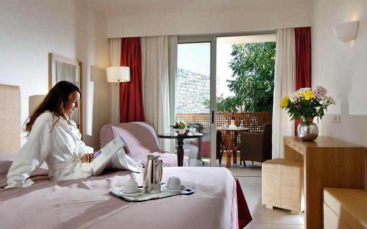 Hotel Blue Sea 5*  http://www.meridian-travel.ro/hoteluri/creta/hotel-blue-sea/
