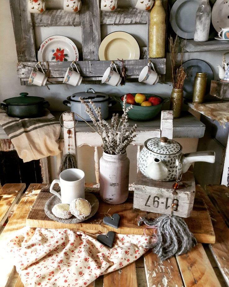 Country Primitive, Table Settings, Instagram, Home, Cuisine Vintage, Decoration Home, Little Cottages, Blue Prints, Ad Home